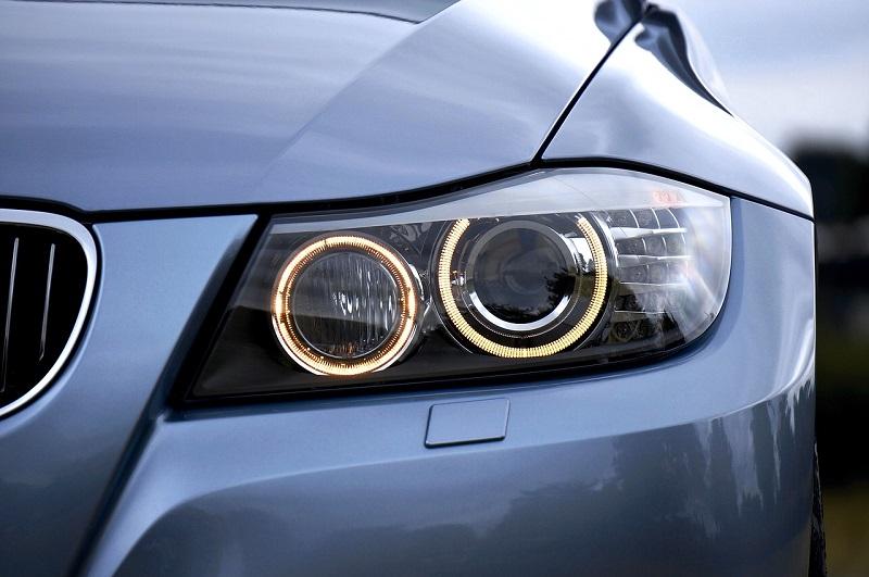 LED světlomety pro automobily